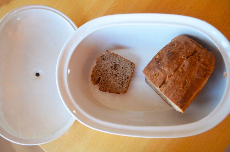 Brot lagern im Keramik Topf